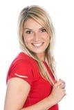Jovem mulher bonita de sorriso que veste a camisa vermelha imagens de stock