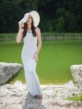Jovem mulher bonita em um vestido do verão Fotografia de Stock