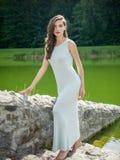 Jovem mulher bonita em um vestido do verão Fotos de Stock Royalty Free