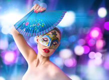 Jovem mulher bonita na máscara venetian do carnaval Fotos de Stock Royalty Free