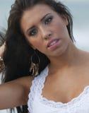 Jovem mulher bonita na praia Foto de Stock