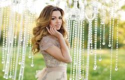 Jovem mulher bonita no dia do casamento Fotografia de Stock Royalty Free