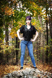 Jovem mulher bonita na composição do pavão Imagem de Stock