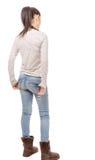 Jovem mulher bonita que está no fundo branco, vista traseira foto de stock royalty free