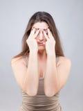 Jovem mulher bonita que faz a pose da ioga da cara fotos de stock royalty free
