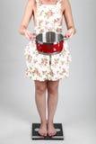 Jovem mulher bonita que guarda um potenciômetro Imagens de Stock