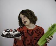 Jovem mulher bonita que tenta fazer dieta Imagem de Stock Royalty Free