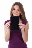 Jovem mulher bonito que mostra uma tabuleta eletrônica Imagem de Stock Royalty Free