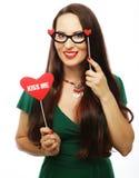 Jovem mulher brincalhão pronta para o partido Fotografia de Stock