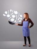 Jovem mulher com ícones dos acessórios da cozinha Fotos de Stock