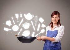Jovem mulher com ícones dos acessórios da cozinha Fotografia de Stock