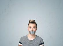 Jovem mulher com boca colada Foto de Stock