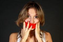 Jovem mulher com boca dobrada Fotos de Stock Royalty Free
