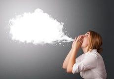 Jovem mulher com bolha moderna abstrata do discurso Foto de Stock Royalty Free