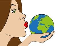 A jovem mulher com bordos vermelhos beija a terra azul ilustração stock