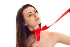Jovem mulher com bowtie vermelho imagem de stock