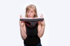 Jovem mulher com a cuecas com às bolinhas Imagens de Stock