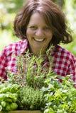 Jovem mulher com ervas Imagens de Stock Royalty Free