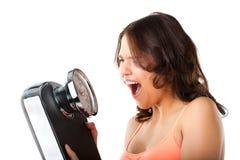 Jovem mulher com escala de medição Imagem de Stock Royalty Free