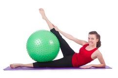 Jovem mulher com exercício da bola Fotografia de Stock Royalty Free