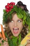 Jovem mulher com gritos dos vegetais Fotos de Stock Royalty Free