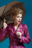 Jovem mulher com guarda-chuva fotos de stock royalty free
