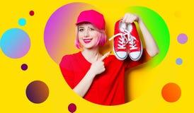 Jovem mulher com gumshoes Imagem de Stock
