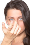 Jovem mulher com lentes de contato Imagens de Stock Royalty Free