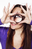 Jovem mulher com lupa Foto de Stock Royalty Free