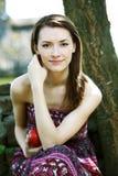 Jovem mulher com maçã Imagem de Stock Royalty Free