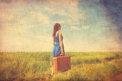 Jovem mulher com mala de viagem Imagens de Stock