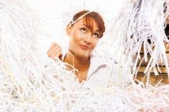 Jovem mulher com papel shredded fotografia de stock royalty free