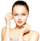 Jovem mulher com pele limpa foto de stock