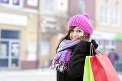 Jovem mulher com sacos de compras Fotografia de Stock