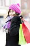 Jovem mulher com sacos de compras Foto de Stock