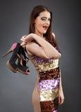 Jovem mulher com sapatas novas Imagens de Stock Royalty Free
