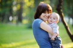Jovem mulher com seu bebê Foto de Stock Royalty Free