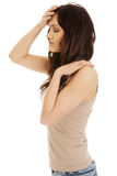 Jovem mulher com uma febre Imagens de Stock