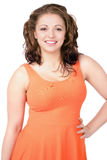 Jovem mulher Curvy que veste o vestido alaranjado, sorriso feliz Foto de Stock Royalty Free