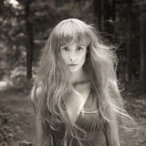 Jovem mulher da fantasia nas madeiras Imagens de Stock Royalty Free