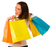 Jovem mulher de Preety com os sacos de compras coloridos isolados sobre o whi Imagens de Stock Royalty Free