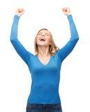 Jovem mulher de riso com mãos acima Fotos de Stock