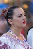 Jovem mulher de Romênia no traje tradicional 7 imagem de stock royalty free