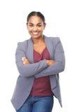 Jovem mulher de sorriso com os braços cruzados Fotografia de Stock Royalty Free