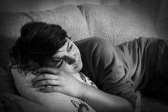 Jovem mulher deprimida Fotos de Stock Royalty Free