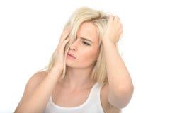 Jovem mulher deprimida pensativa infeliz que olha forçada e ansiosa fotos de stock royalty free