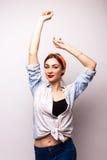 Jovem mulher do estilo ocasional, mão acima Foto de Stock Royalty Free