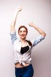 Jovem mulher do estilo ocasional, mão acima Foto de Stock
