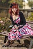 Jovem mulher do Pinup na roupa do estilo do vintage Fotografia de Stock Royalty Free