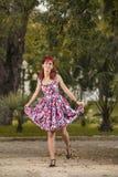 Jovem mulher do Pinup na roupa do estilo do vintage Fotos de Stock